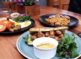 13 Tempat Makan di Pasir Kaliki Bandung yang Pastinya Bikin Perut Kenyang