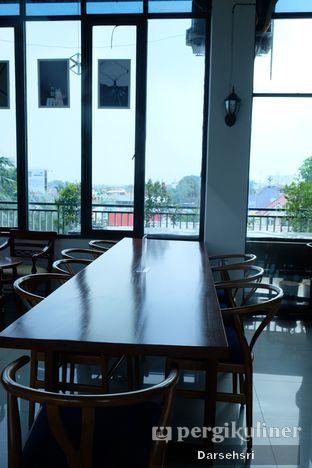 Foto 6 - Interior di Kowok Coffee & Eatery oleh Darsehsri Handayani