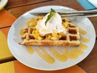 Foto - Makanan(Mango Peach Waffle ) di Many Pany Pancake & Waffle oleh melisa_10