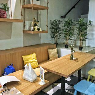 Foto 6 - Interior di Sollie Cafe & Cakery oleh Lydia Adisuwignjo