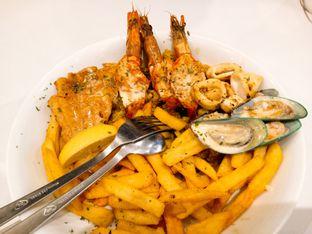 Foto 1 - Makanan(seafood platter) di Fish Streat oleh Ratu Aghnia