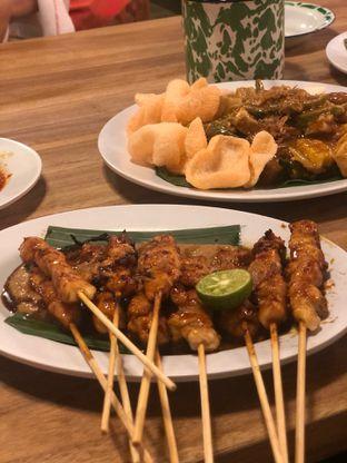 Foto 1 - Makanan(Sate Ayam) di Gerobak Betawi oleh Oswin Liandow