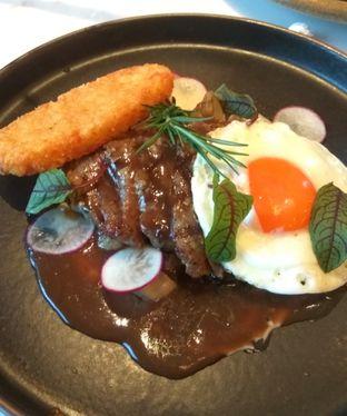 Foto 3 - Makanan(Steak And Eggs (IDR 155k) ) di Toby's Estate oleh Renodaneswara @caesarinodswr