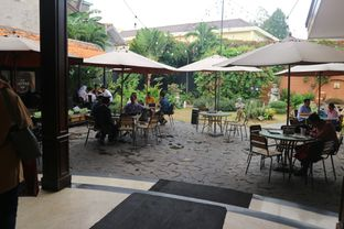 Foto 28 - Interior di Upnormal Coffee Roasters oleh Levina JV (IG : levina_eat )