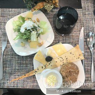 Foto 3 - Makanan(Caesar salad) di Collage - Hotel Pullman Central Park oleh Louisa Susanto ||  @makan_teman