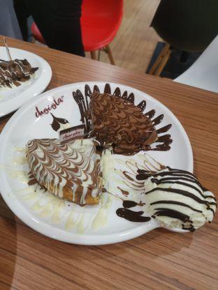 Foto 3 - Makanan(Half Triple Chocolate Waffle ) di Chocola Cafe oleh Angela Debrina
