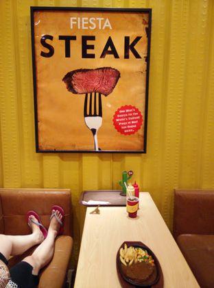 Foto 7 - Interior di Fiesta Steak oleh thomas muliawan