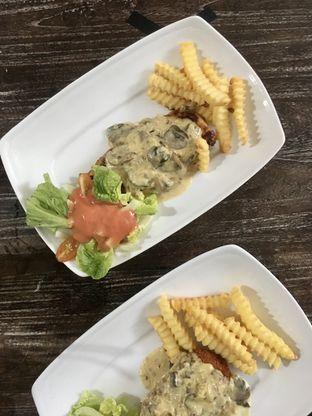 Foto 14 - Makanan di PLUIE Cafe & Resto oleh Prido ZH