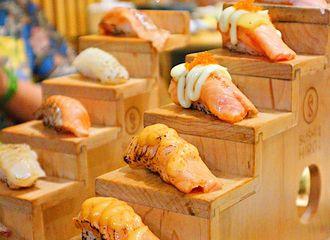 Ini Dia Alasan Mengapa Tak Perlu Takut Makan Sushi Mentah!
