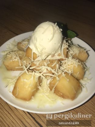 Foto - Makanan(Fried Mantou with vanilla ice cream) di Bruins Coffee oleh Amanda M