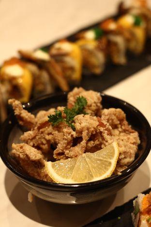 Foto 2 - Makanan di Kura Sushi oleh thehandsofcuisine