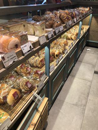Foto 1 - Interior di Eaton Bakery and Restaurant oleh Nanakoot