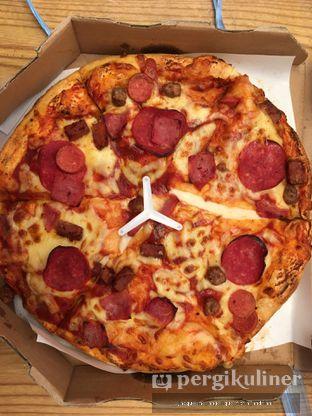 Foto 2 - Makanan(meatzza) di Domino's Pizza oleh @mamiclairedoyanmakan