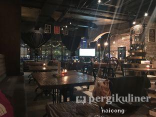 Foto 6 - Interior di Kaffeine oleh Icong