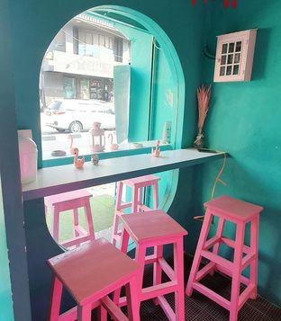 Foto 6 - Interior di Kopi Tuya oleh BiBu Channel