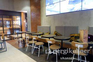 Foto 6 - Interior di Anomali Coffee oleh Shanaz  Safira