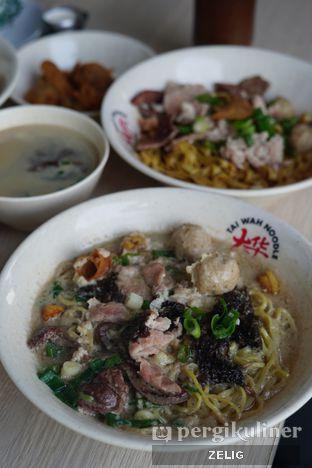 Foto 6 - Makanan(Mixed Soup) di Tai Wah Noodle oleh @teddyzelig