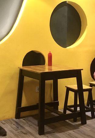 Foto 11 - Interior di Monster Cheese Pizza oleh Prido ZH
