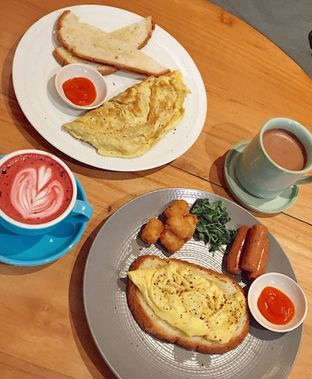 Foto 1 - Makanan(Big Breakky & Omelet) di Sleepyhead Coffee oleh Jeljel