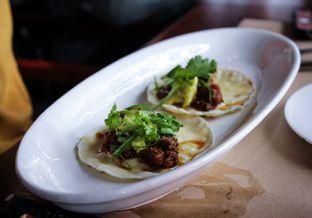 Foto 9 - Makanan(Beef chorizo tortilla, mozzarella, avocado mojo ) di Salt Grill oleh Wisnu Narendratama