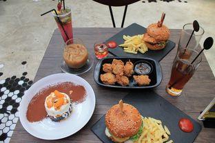 Foto 52 - Makanan di Dope Burger & Co. oleh Prido ZH
