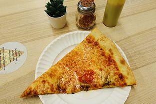 Foto 7 - Makanan di Pizza Place oleh iminggie