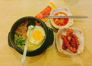 Foto 2 - Makanan(Dolsot Bibimbap + korean fried chicken) di Mujigae oleh Amanda Patricia