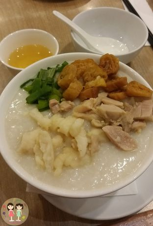 Foto 1 - Makanan(Bubur 2 rasa (ayam & ikan)) di Imperial Kitchen & Dimsum oleh Jenny (@cici.adek.kuliner)