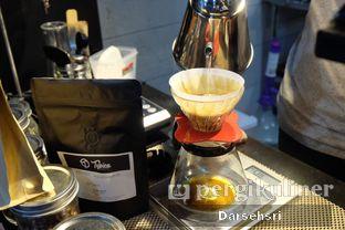 Foto 12 - Interior di Typica Coffee & Zain's Kitchen oleh Darsehsri Handayani
