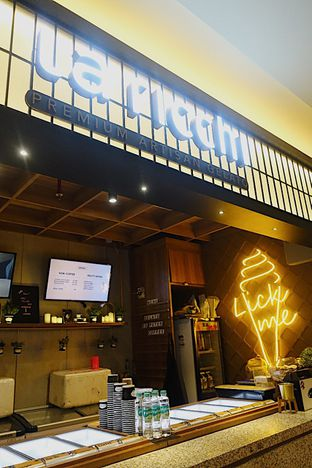 Foto 2 - Interior di La Ricchi Ice Cream oleh inggie @makandll