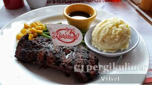 Foto 3 - Makanan(HOKUBEE Sirloin) di Holycow! STEAKHOUSE by Chef Afit oleh Velvel