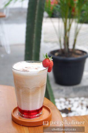 Foto 5 - Makanan(Strawberry Latte) di Manakala Coffee oleh Shella Anastasia