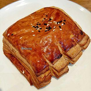 Foto 6 - Makanan(Smoked beef and mozzarella croissant) di Platon Coffee oleh duocicip