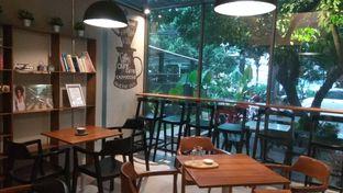 Foto 3 - Interior di Kapyc Coffee & Roastery oleh Renodaneswara @caesarinodswr