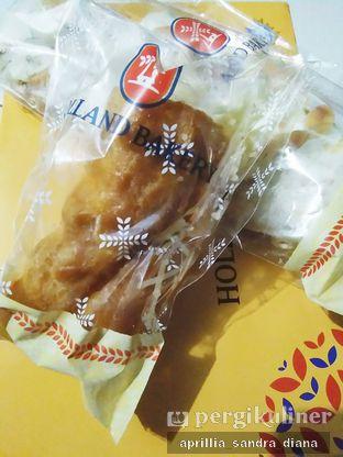 Foto 5 - Makanan(Soes Krim Keju) di Holland Bakery oleh Diana Sandra