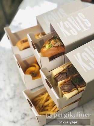 Foto - Makanan di Stack oleh beverlyapr