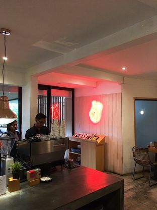 Foto 9 - Interior di Woodpecker Coffee oleh Prido ZH