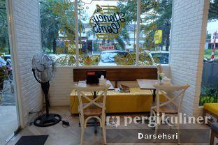 Foto 5 - Interior di Honey Comb oleh Darsehsri Handayani