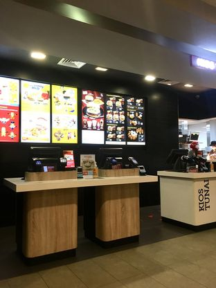Foto 7 - Interior di McDonald's oleh Prido ZH