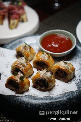 Foto 1 - Makanan(Truffle & Parmesan Sausage Roll) di Skye oleh Kevin Leonardi @makancengli