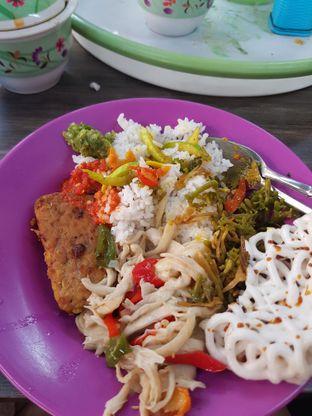 Foto - Makanan di Warung Nasi Dua Saudara oleh Yuli || IG: @franzeskayuli
