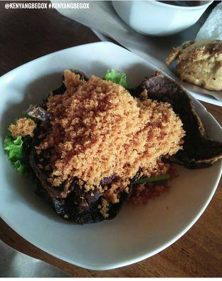 Foto 3 - Makanan di Ayam Kremes Bu Tjondro oleh Vionna & Tommy