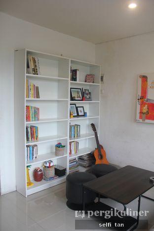 Foto 6 - Interior di Morethana Minilib & Coffee oleh Selfi Tan