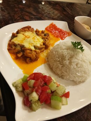 Foto 7 - Makanan di Yildizlar Restaurant & Coffee Shop oleh Yeni Chiem