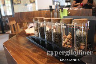 Foto 6 - Interior di Doppio Coffee oleh AndaraNila