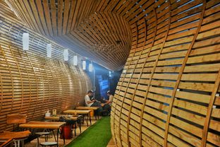 Foto 5 - Interior di Equator Coffee & Gallery oleh Fadhlur Rohman