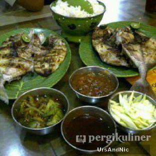 Foto - Makanan(Ikan kudu kudu dan Ikan kuwe bakar) di Makassar Seafood Pelangi oleh UrsAndNic