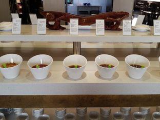 Foto 5 - Interior(beberapa macam sauce) di Dolar Shop oleh @stelmaris