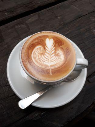 Foto 7 - Makanan(Cappuccino) di Two Hands Full oleh Aireen Puspanagara