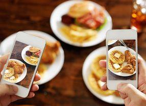 Alasan Mengambil Foto Makanan Bisa Membuat Makanan Terasa Lebih Enak